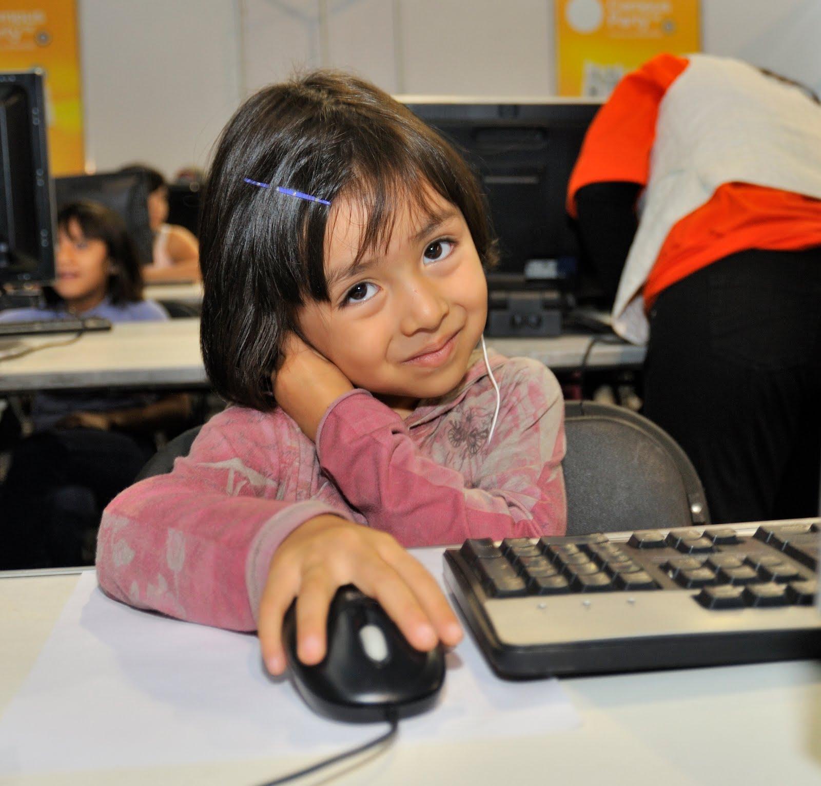 niña computador